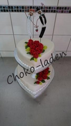 Bryllupskage overtrukket med marcipan og med marcipan roser